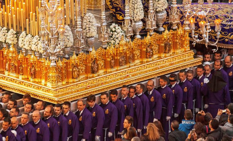 ¿Cuales es la procesión más grande de Semana Santa y qué medidas de seguridad tomar?