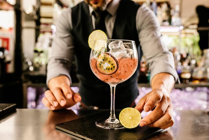 Requisitos, permisos y licencias para abrir un bar de copas.