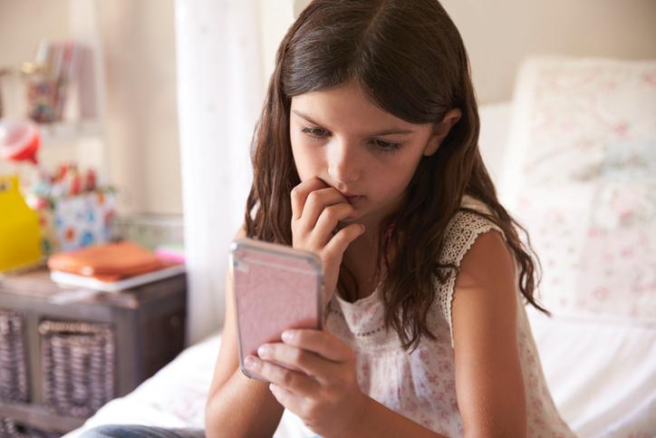 Descubre qué es y cuáles son los riesgos del grooming para proteger a tus hijos.