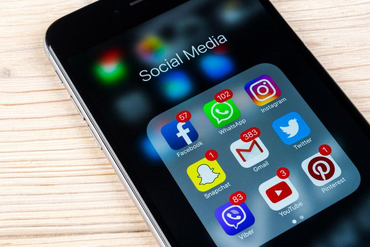 Descubre cómo borrar un perfil de redes sociales como Facebook, Twitter, Instagram o incluso Google.