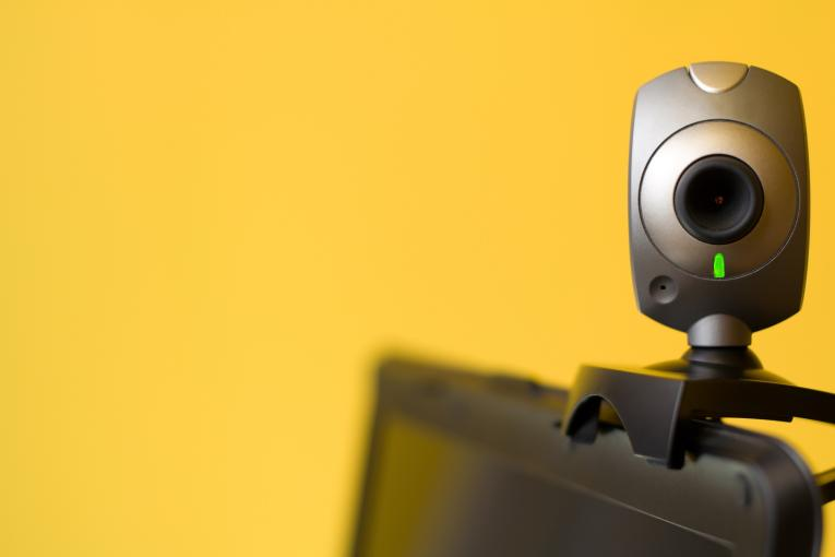 desactivar la webcam del ordenador